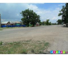 На центральной улице 79,5 соток земли, асфальтированный подъезд (с. Мечетинская)
