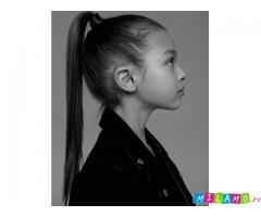 Проводится фотосессия в светлой студии для детей